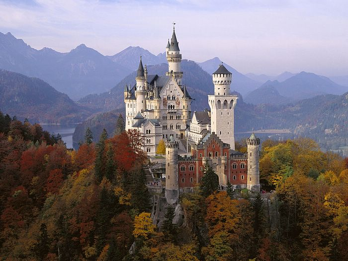 Neuschwanstein Castle in Autumn, Bavaria, Germany.jpg